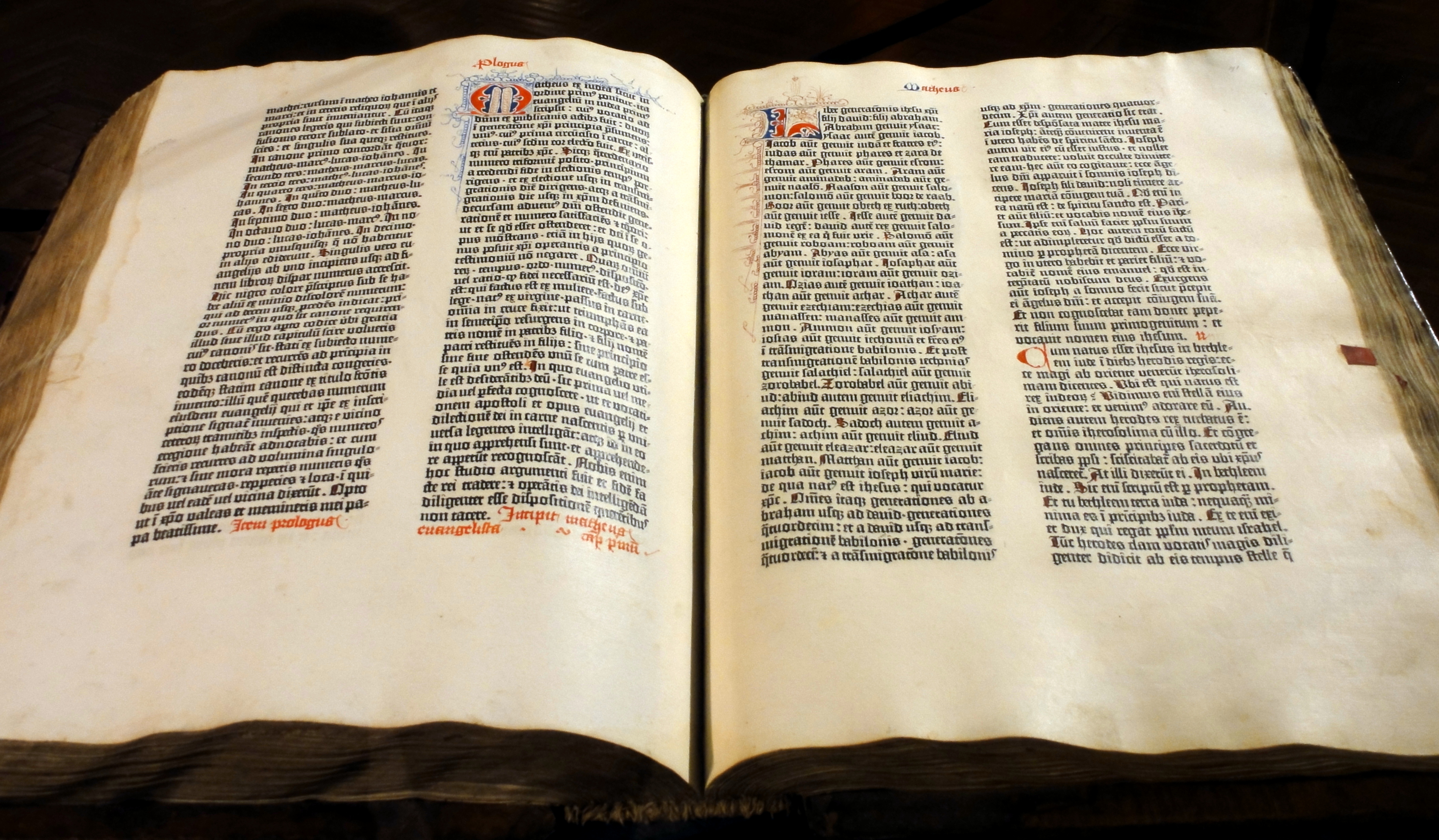 Gutenberg_Bible_(Pelplin_copy)_02